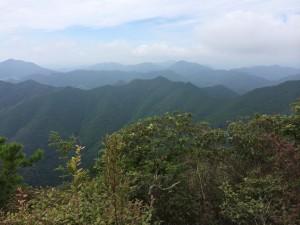 山頂から西側の眺め。
