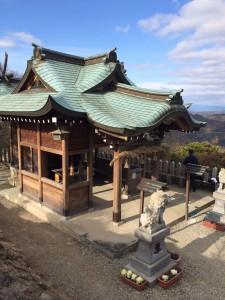 山頂の神社。
