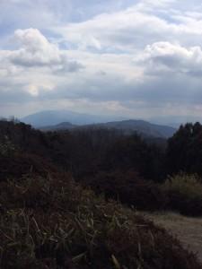 信貴山、葛城・金剛山の山並み。
