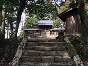 伊那佐山山頂。都賀那岐神社。