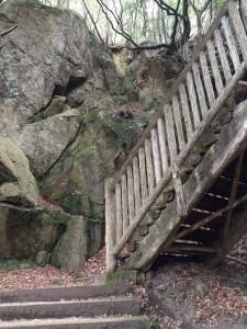 滝を巻く階段。