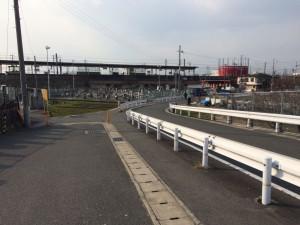 藤阪駅が見えた。