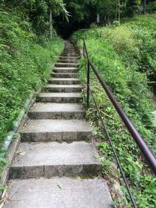 二ノ瀬駅への階段。