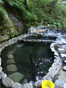 外の露天の一つ、白滝の湯。