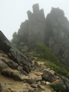 しばらく岩峰が続く。