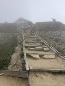 燕山荘への最後の登り。