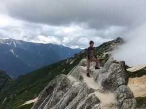 右奥が燕岳山頂。
